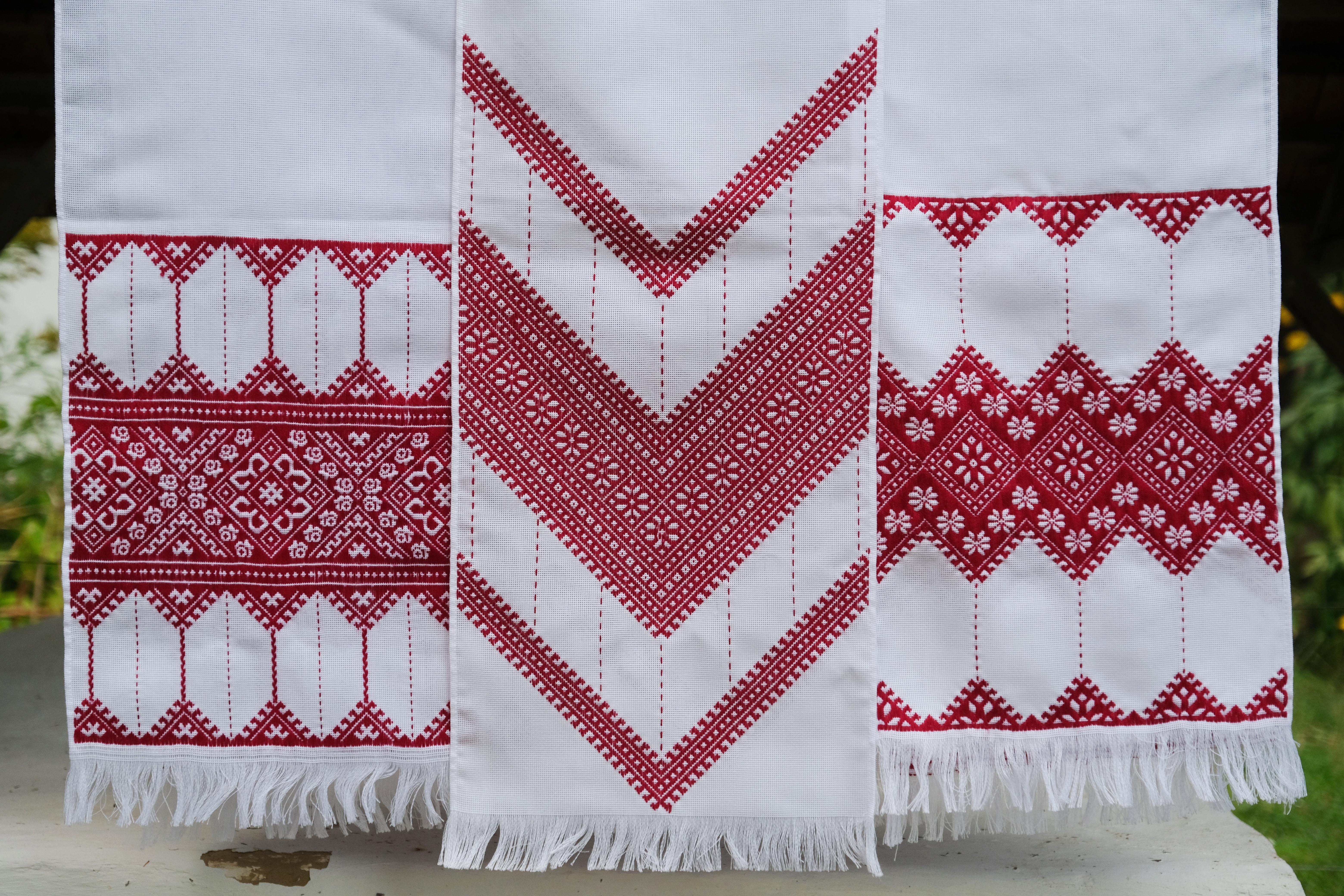 фото вишитого домашнього текстилю